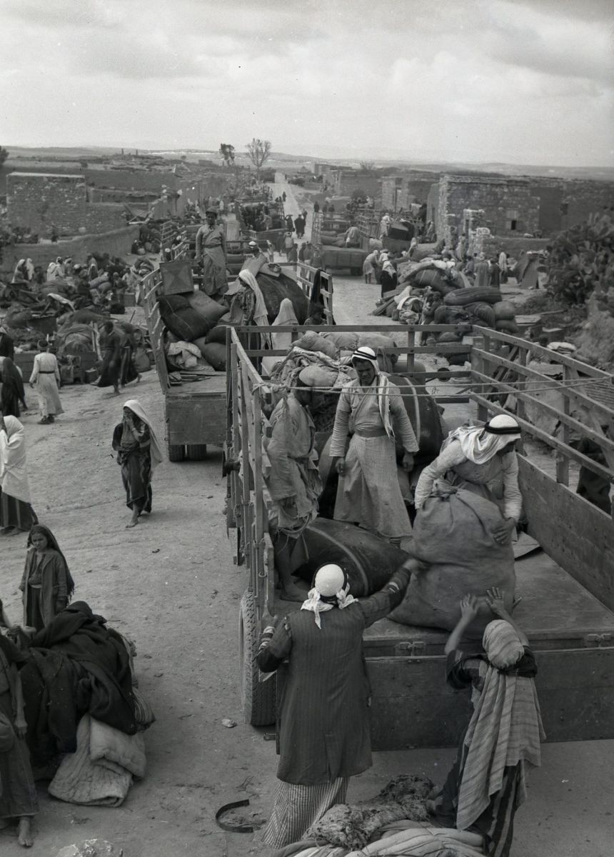 The evacuation of Iraq al-Manshiyya, near today's Kiryat Gat, in March, 1949. Collection of Benno Rothenberg/The IDF and Defense Establishment Archives