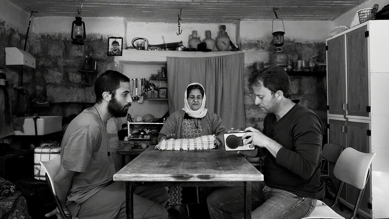 «عن الحب والسرقة ومشاكل أخرى»: معنى حياتك كفرد في فلسطين!