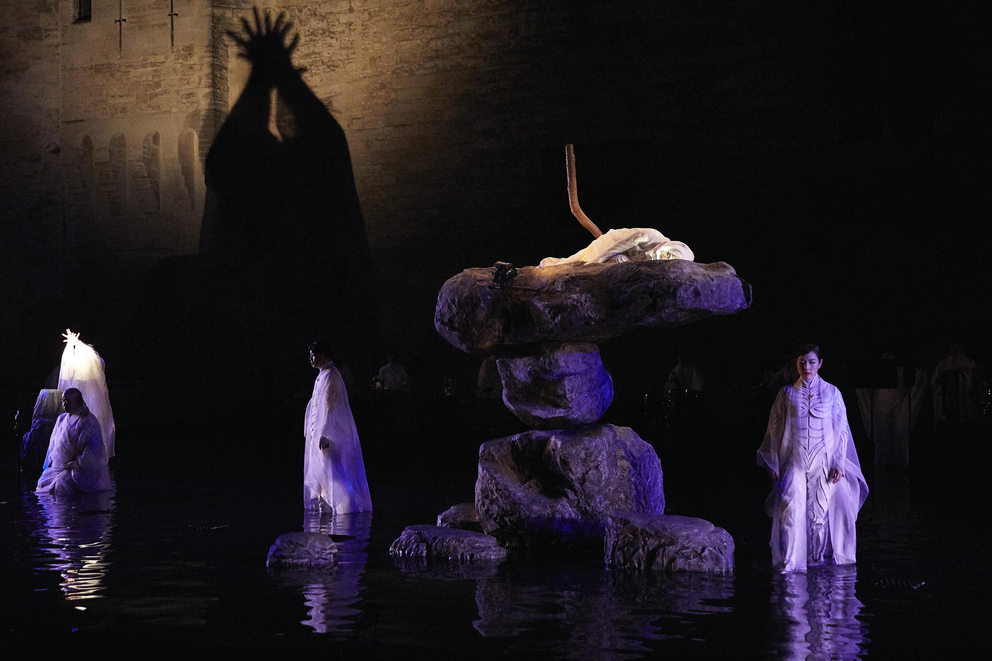 أفينيون: «أنتيغون» للياباني ساتوشي مياغي.. والدفن بالماء