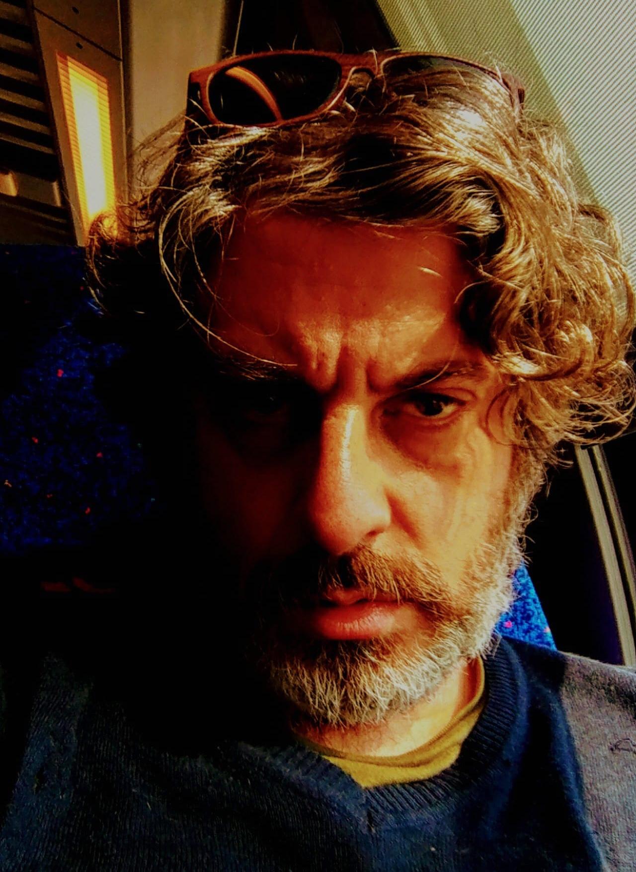 راجي بطحيش: ليس على الكاتب أن يكون حكواتياً يسلي القراء، بل فناناً