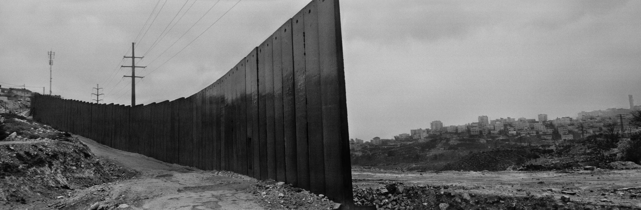 جوزيف كوديلكا: الجدار/بيروت... في دار النمر للفن والثقافة