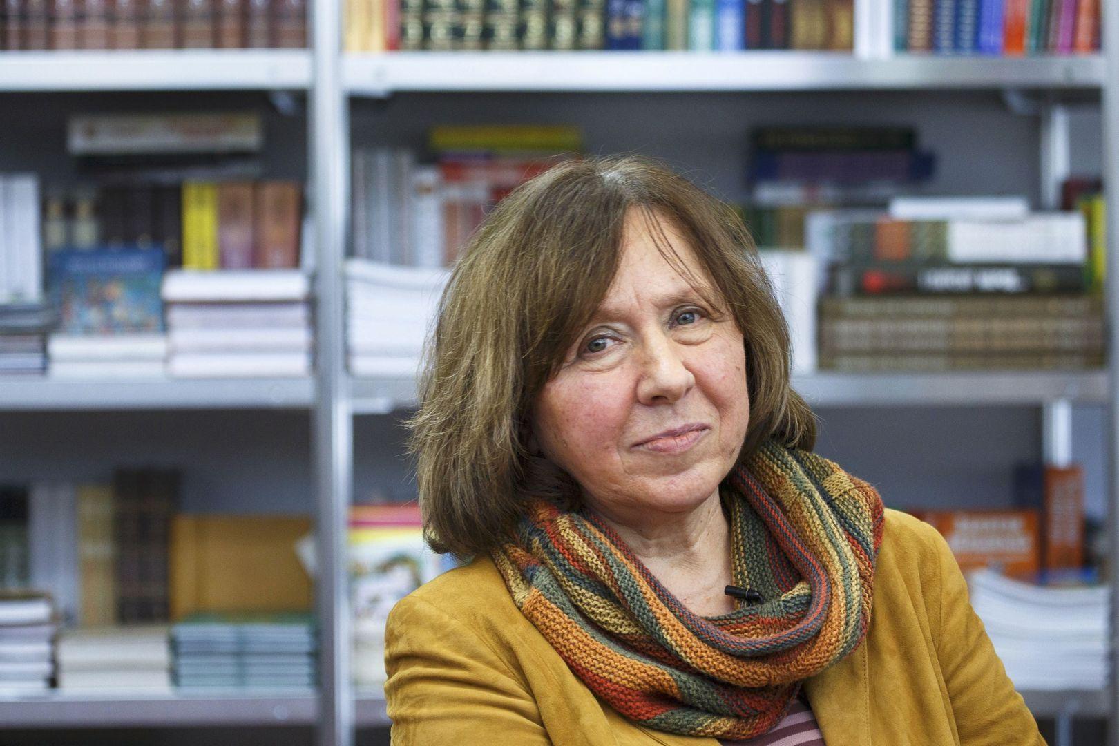 حقيبة ملأى بالحلوى: مقابلة مع سفيتلانا أليكسييفيتش (ترجمة)