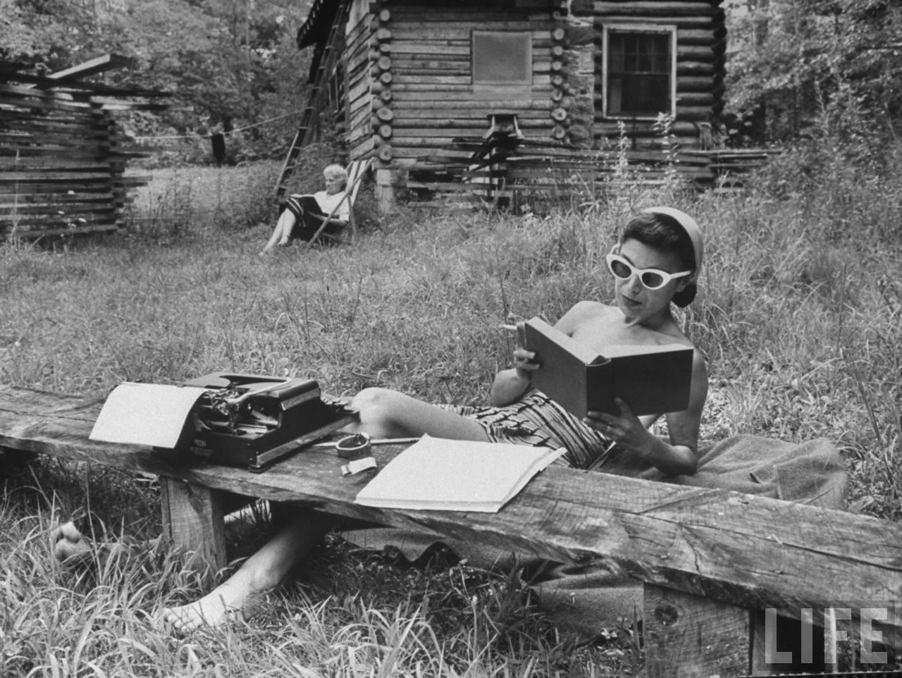 خمسة كتب ننصحكم بقراءتها هذا الصيف