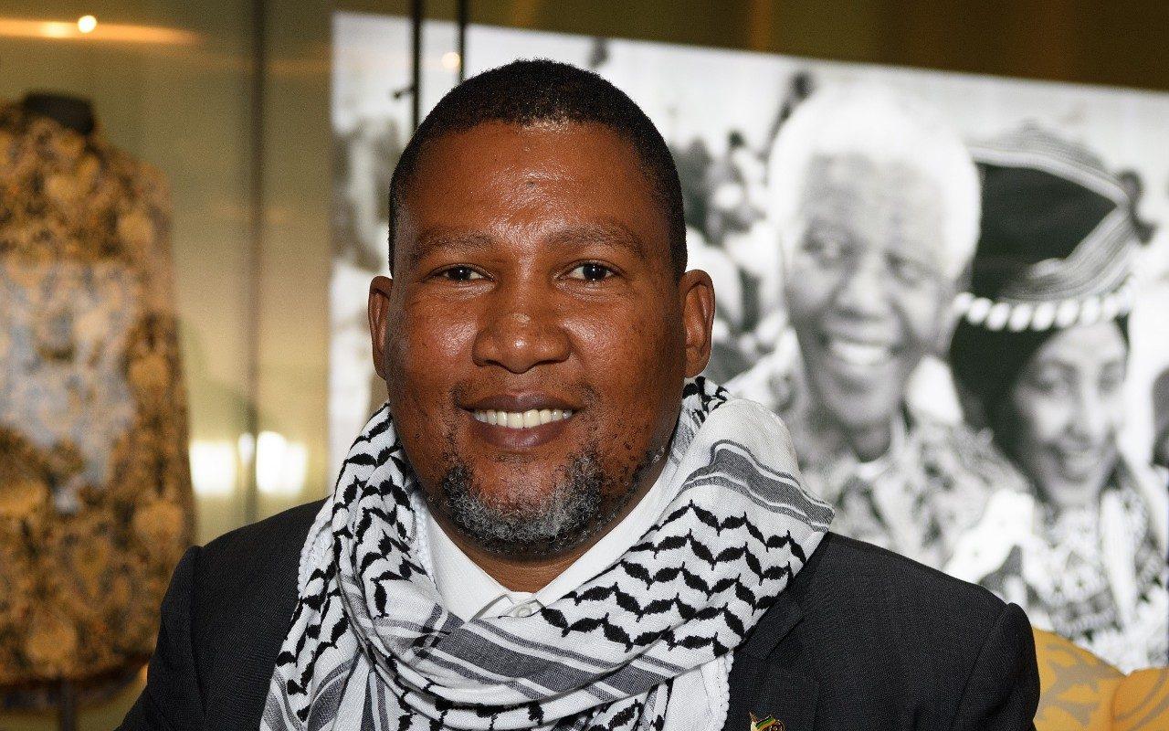 جدّي نيلسون مانديلا ناضل ضد الأبارتهايد، أرى الحالة ذاتها مع إسرائيل (ترجمة)