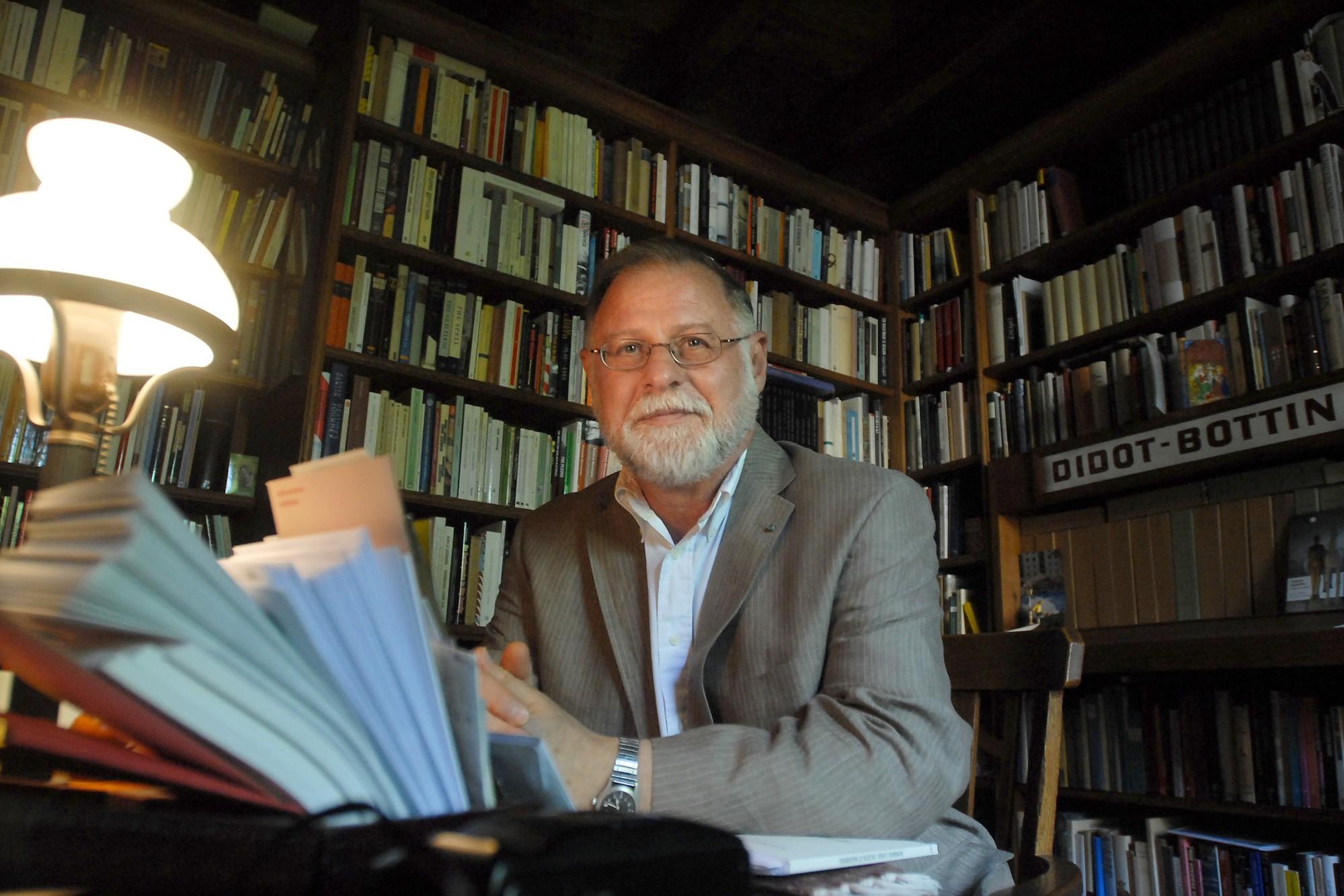 ماذا نقرأ لألبرتو مانغويل بالعربيّة؟