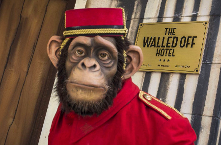 فندق بانكسي: التطبيع مع الجدار وبانيه