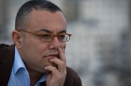 عاطف أبو سيف... هل نصدّق الكاتب أم الوزير؟