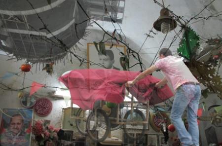 أماكن مغايرة: الذاكرة ما بين الخرسانة والحرير